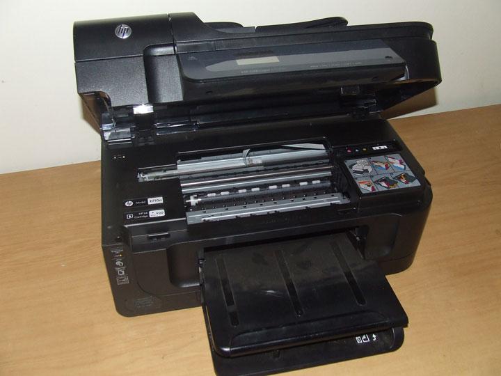 Installing a ink printer cartridge